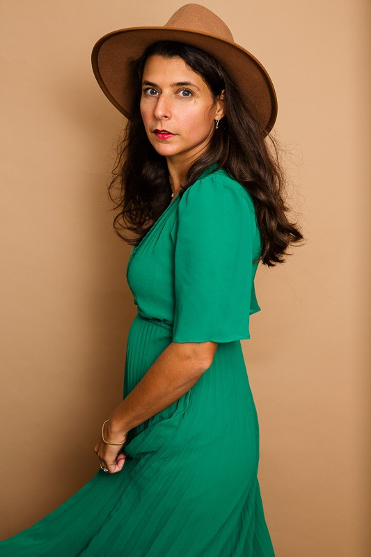 portrait photo créatrice de chapeaux pour femme Goodbye Lorette ©Florence Moncenis /VelvetStudioPhoto