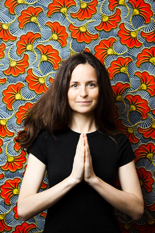photo portrait d'une professeur de yoga et de méditation par Velvet Studio Photo